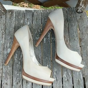 Pelle Moda Platform Peep-toe Pumps Cream 8 !
